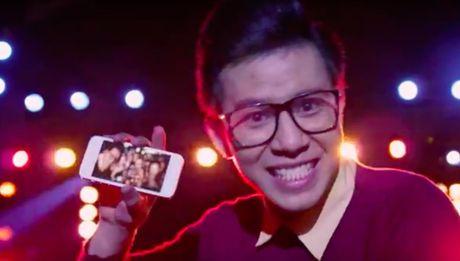 Samsung tung clip cham choc 2 doi thu lon tai Viet Nam - Anh 2