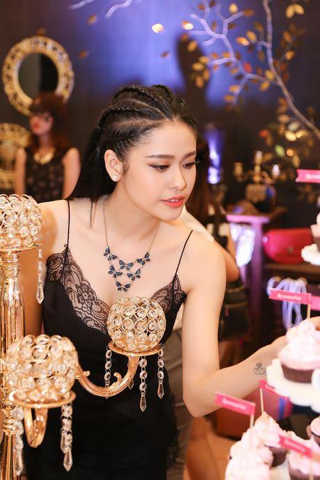 Ninh Duong Lan Ngoc do sac voi Truong Quynh Anh - Anh 2