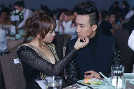 Tran Thanh khoe anh tinh tu voi Hari Won gay bao - Anh 1