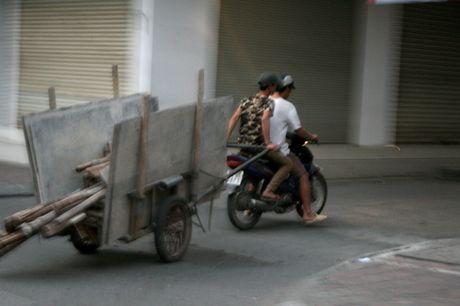 Xe cho hang cong kenh 'ne' luc luong chuc nang - Anh 3