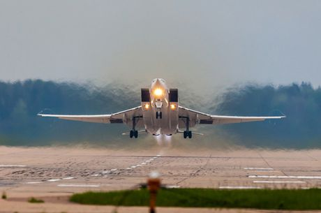 Uy luc cua 'sat thu tau san bay' Tu-23M3 - Anh 1