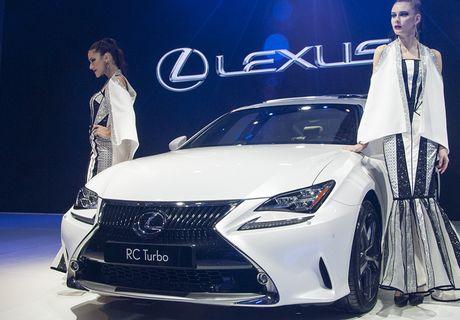 Man nhan voi nhung mau xe moi trinh lang cua Lexus tai VMS 2016 - Anh 2