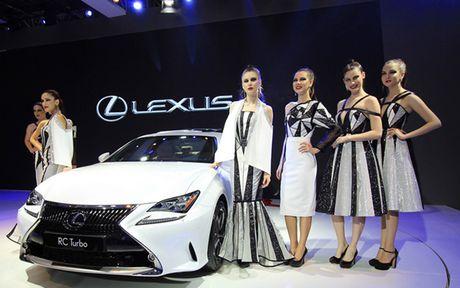 Man nhan voi nhung mau xe moi trinh lang cua Lexus tai VMS 2016 - Anh 9