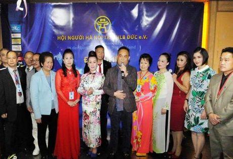 Nguoi Ha Noi tai Duc ky niem 62 nam ngay giai phong Thu do 10/10 - Anh 3