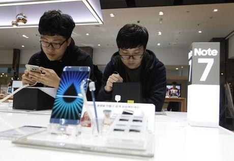 Samsung van co vot vat hy vong o dien thoai 'den dui' Note 7 - Anh 1