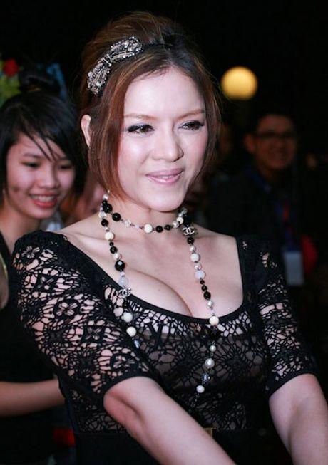 Ngat tho vi mot day nguc 'khung' cua Ly Nha Ky, Mai Phuong Thuy - Anh 2