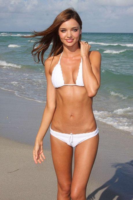 Hinh the ruc lua cua 3 sieu mau me tit bikini be xiu - Anh 12