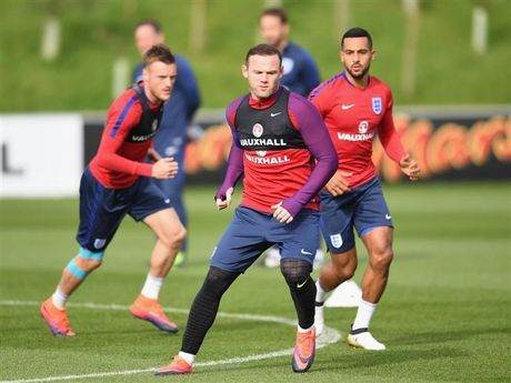 Rooney dung truoc nguy co bi 'tram' tren tuyen Anh - Anh 1