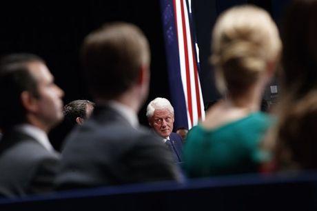 Nhung hinh anh cuoc tranh luan lan 2 Hillary Clinton-Donald Trump - Anh 10