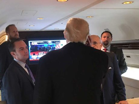 Nhung hinh anh cuoc tranh luan lan 2 Hillary Clinton-Donald Trump - Anh 13