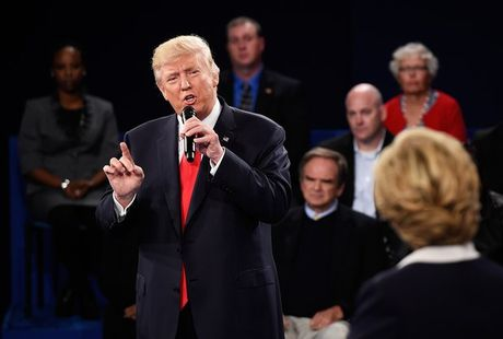 Nhung hinh anh cuoc tranh luan lan 2 Hillary Clinton-Donald Trump - Anh 9
