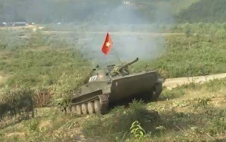 Bat ngo: Viet Nam co xe tang PT-76 doi dau - Anh 1