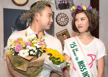 Gia the khung ban trai dai gia cua A hau Thuy Van - Anh 11