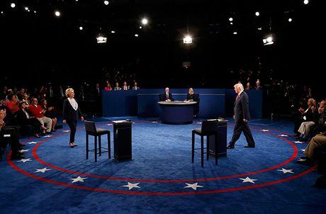 Tranh luan truc tiep lan hai day gay can giua Trump va Clinton - Anh 3