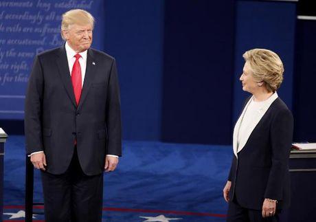 "Cuoc tranh luan ""khong bat tay"" cua Clinton-Trump - Anh 1"