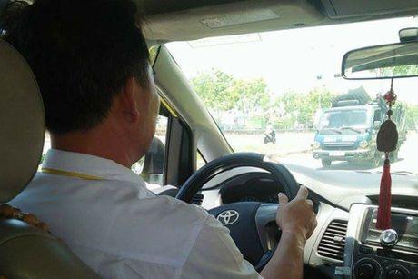 Sau vu tai xe taxi bi cua co tren pho Ha Noi: Lai xe lo khi chay dem - Anh 2