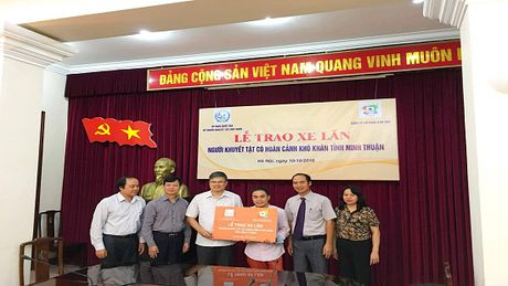 Trao tang 30 chiec xe lan cho nguoi khuyet tat tinh Ninh Thuan - Anh 1