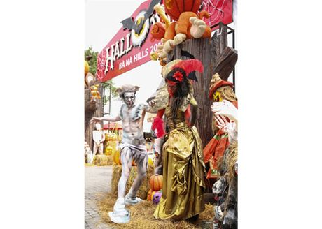 Tung bung don mua le hoi Halloween tai Ba Na Hills - Anh 2