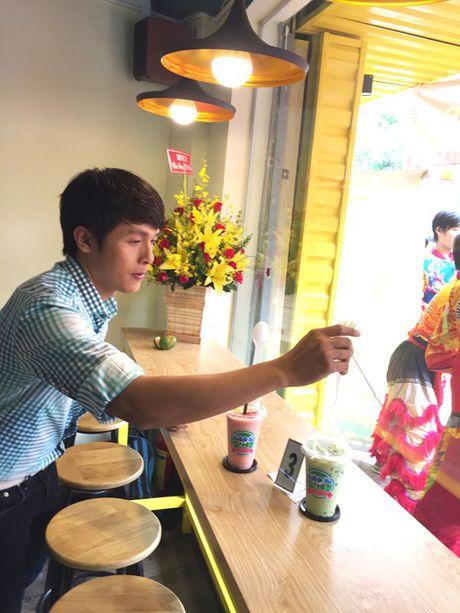 Hoa Hiep khai truong cua hang an uong o Sai Gon - Anh 2