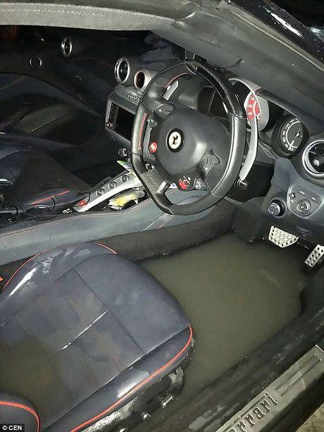 Ferrari gia hon chuc ti 'that thu' giua duong ngap - Anh 4