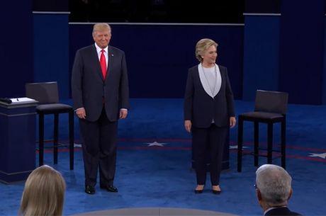 Ba Clinton va ong Trump buoc vao cuoc 'so gang' thu hai - Anh 1