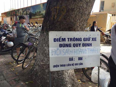Hoi sach Ha Noi 2016, phi gui xe dat hon tien sach - Anh 1