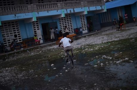 Can canh Haiti tan hoang, 'quay quat' trong ngheo doi - Anh 2