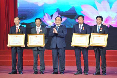 Ha Noi vinh danh 9 cong dan Thu do uu tu 2016 - Anh 2