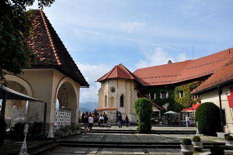 Bled - Toa lau dai co nhat Slovenia - Anh 2