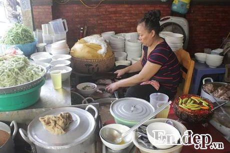 Cuoc song rieng khong may ai biet cua ba chu quan 'bun chui' - Anh 1