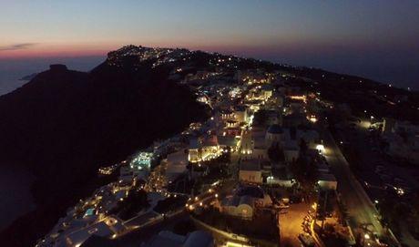 Lang nguoi truoc ve dep tuyet my cua Santorini - Anh 2