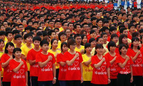 2.500 thanh nien tham gia mit tinh Ngay truyen thong Hoi LHTN Viet Nam - Anh 1
