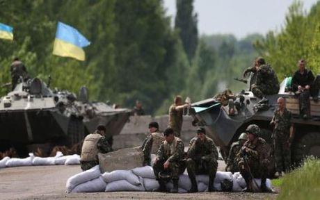 To phe ly khai vi pham thoa thuan Minsk, Ukraine hoan rut quan o mien Dong - Anh 1