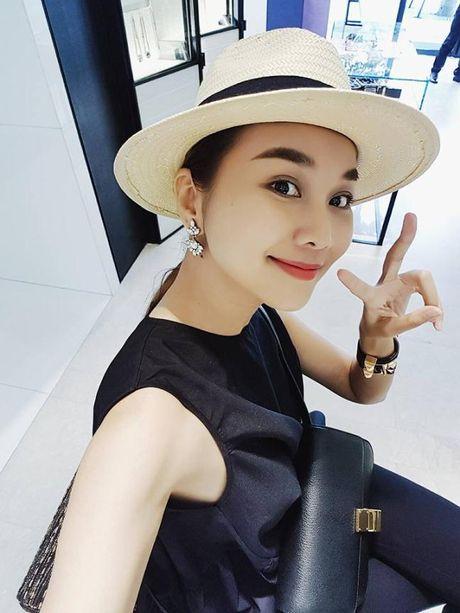 Ngac nhien voi hinh anh Thuy Van o tuoi 13 – Thu Minh ra dang 'dan ong' khi chup anh - Anh 12