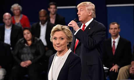 Clinton kinh ngac vi 'su gia doi' cua Trump trong cuoc tranh luan - Anh 1