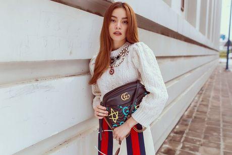 Ha Ho tiep tuc be nguyen 'vali Gucci' tham gia trien lam lon nhat Chau A - Anh 2