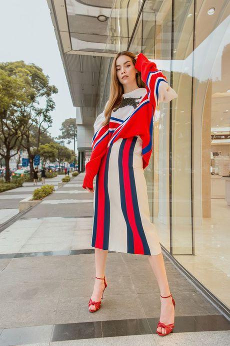 Ha Ho tiep tuc be nguyen 'vali Gucci' tham gia trien lam lon nhat Chau A - Anh 3