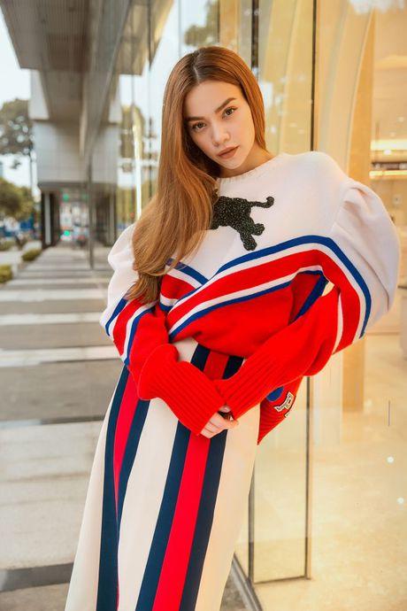 Ha Ho tiep tuc be nguyen 'vali Gucci' tham gia trien lam lon nhat Chau A - Anh 6