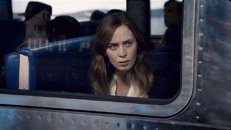 'The Girl on the Train' vung vang ngoi dau phong ve - Anh 1