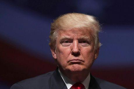 Be boi Trump khiem nha voi phu nu lam noi cac Anh roi loan - Anh 1