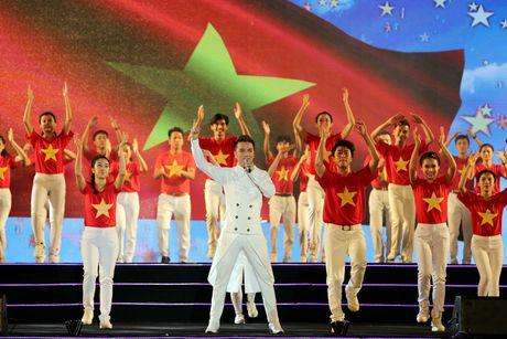 Phuong Thanh doi khan che dau troc tren san khau - Anh 3