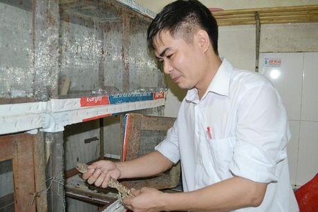 Thac sy luong khong du song, bo buc giang di nuoi de - Anh 4