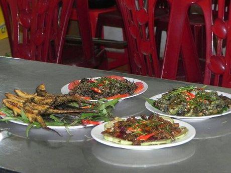 Thac sy luong khong du song, bo buc giang di nuoi de - Anh 9