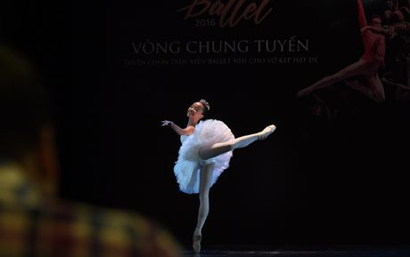 Ngo ngang voi co be hoc ballet tu luc 3 tuoi - Anh 2