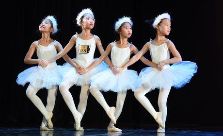 Ngo ngang voi co be hoc ballet tu luc 3 tuoi - Anh 3