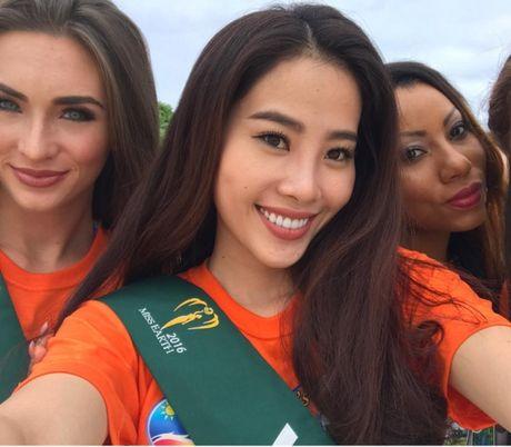Miss Earth: Nam Em bikini goi cam tren bao Philippines - Anh 3