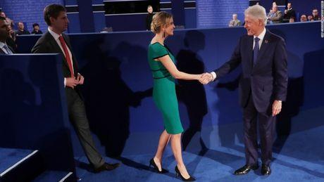 Toan canh cuoc tranh luan kich tinh giua Donald Trump - Hillary Clinton - Anh 9