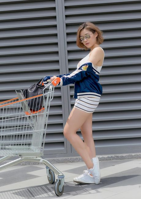 Phong cach duong pho 'bui bam' cua hot girl noi duoc 4 ngoai ngu - Anh 9