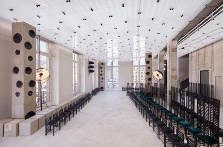 Louis Vuitton ton vinh nguoi phu nu Paris - Anh 1