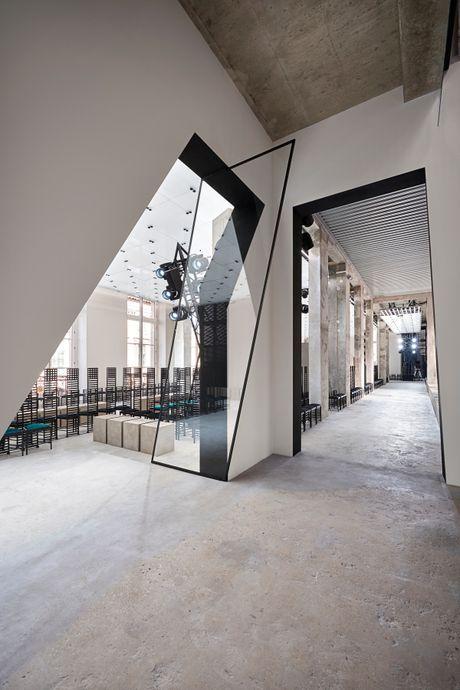 Louis Vuitton ton vinh nguoi phu nu Paris - Anh 3